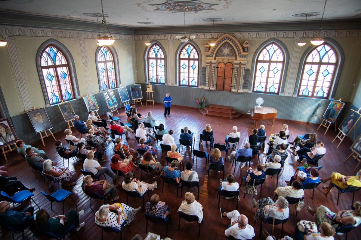 Nonos Zavadskienės paroda Joniškio sinagogoje / Nona Zavadskienė Exhibition At Joniškis synagogue